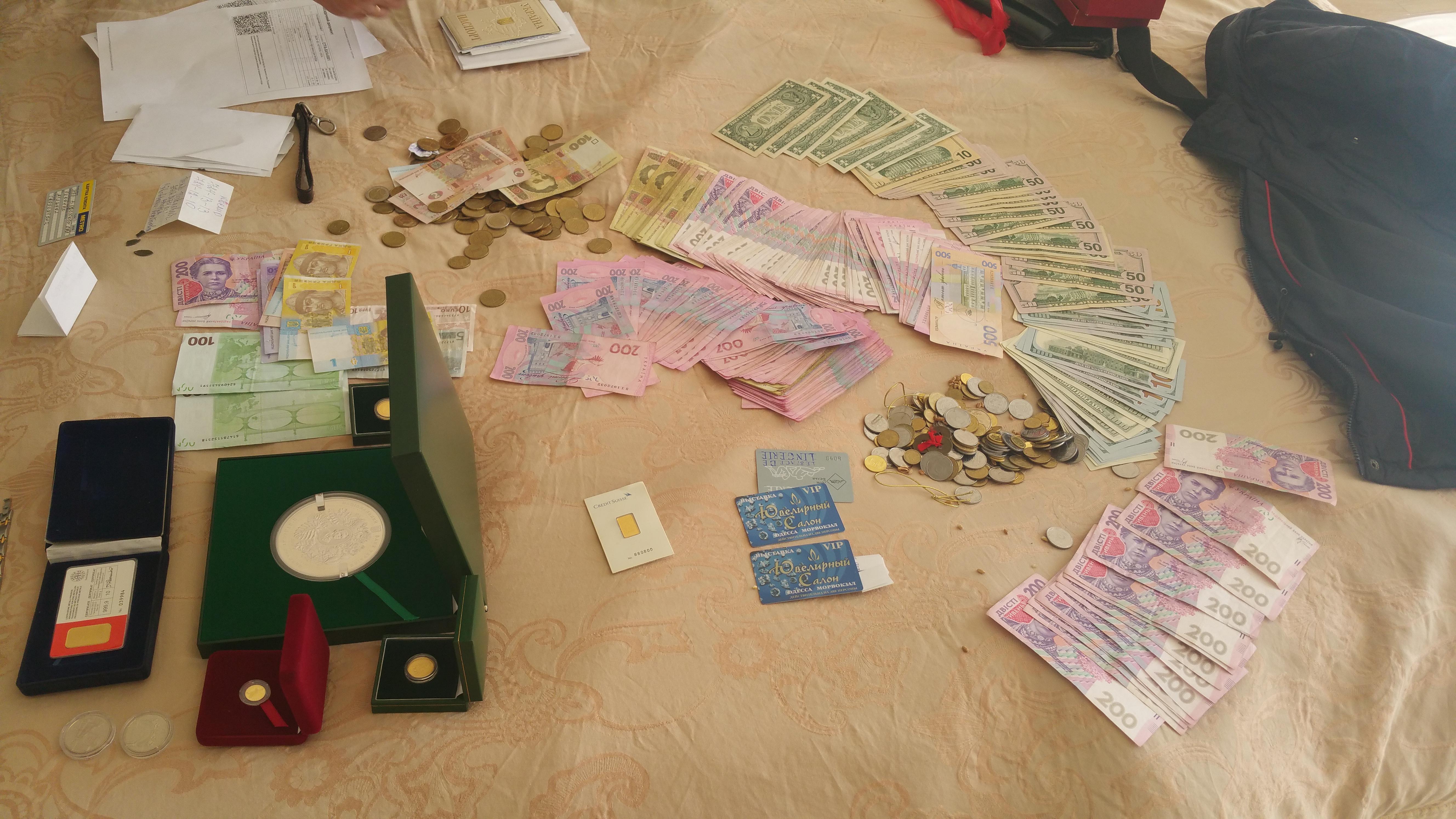 В Одесі головного бухгалтера податкової підозрюють у махінаціях на мільйони - фото 1