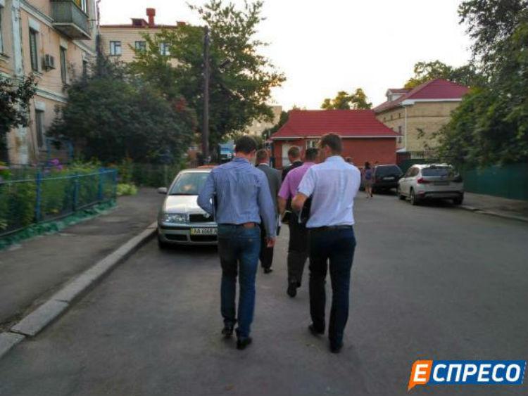 Прокурори прибули до лікарні Федорка - фото 2