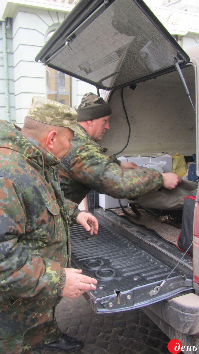 Вінничани відправили в зону АТО домашні страви та гуманітарку - фото 1