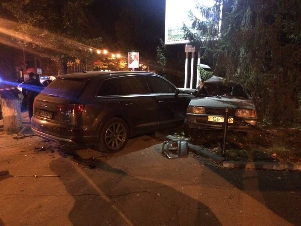 """У центрі Харкова Audi зім'яв """"ВАЗ"""": є постраждалі - фото 2"""
