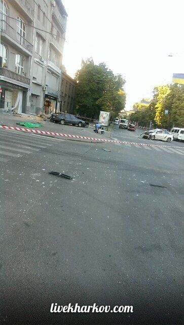 Опубліковані фото з місця страшної аварії з копами у Харкові  - фото 2
