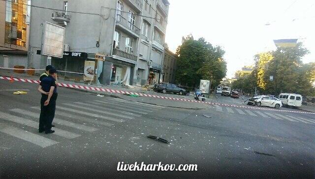 Опубліковані фото з місця страшної аварії з копами у Харкові  - фото 1