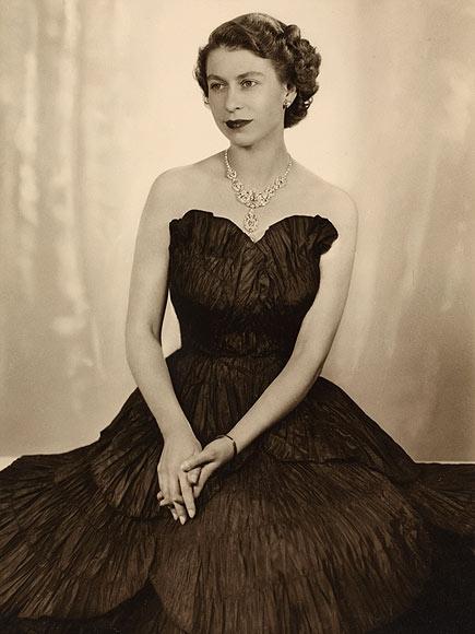 Як старіє Єлизавета ІІ: найяскравіші фото від дитинства і до сьогодні  - фото 11