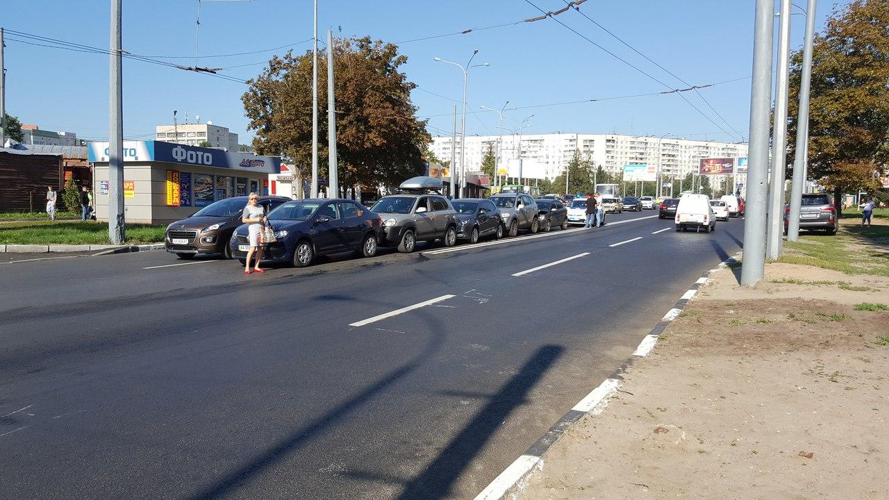 """На Олексіївці за """"принципом доміно"""" зіткнулися п'ять авто  - фото 2"""