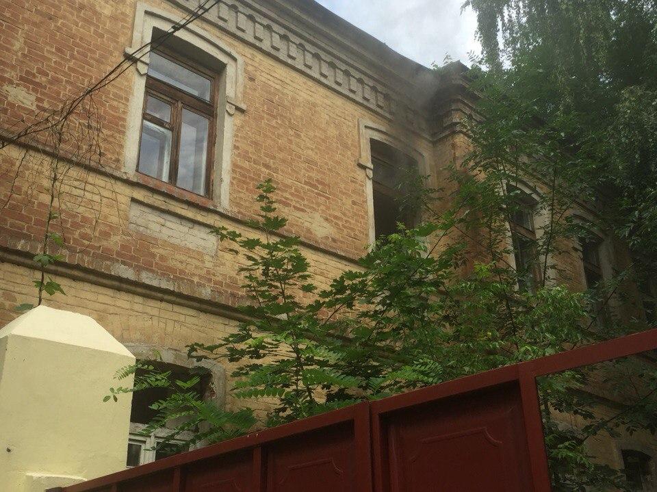 У центрі Харкова спалахнула покинута будівля  - фото 1