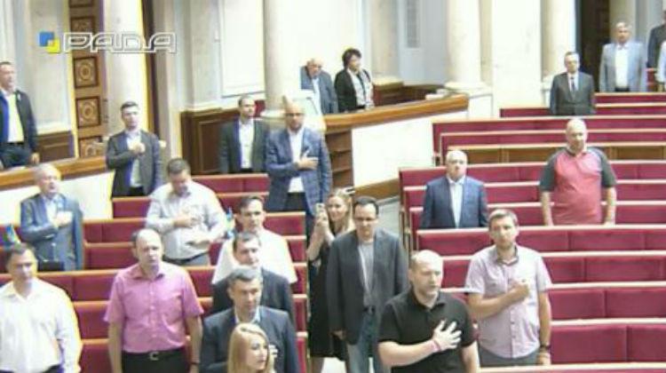 Рада розпочала засідання з гімну - фото 3