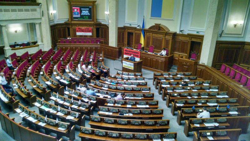 """Рада """"розпустилась"""" без Парубія: в залі 18 депутатів - фото 2"""