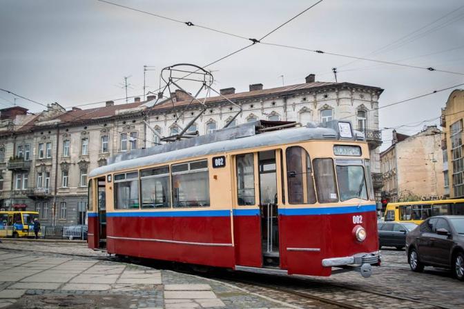Раритетний львівський трамвай виїхав на першу екскурсію  - фото 3