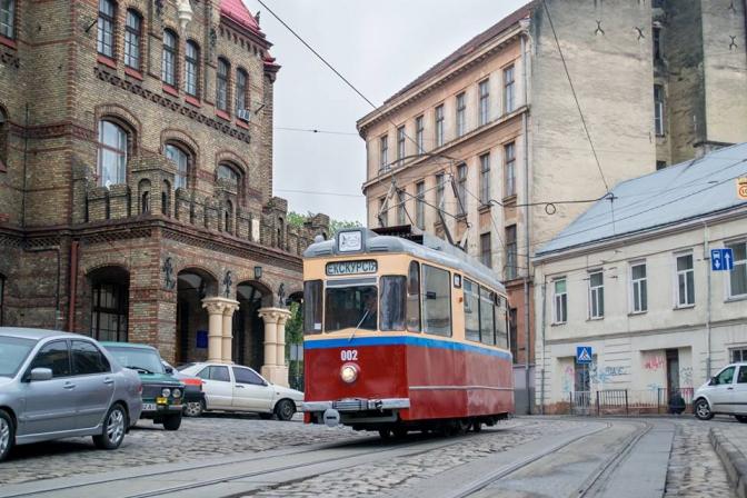 Раритетний львівський трамвай виїхав на першу екскурсію  - фото 2