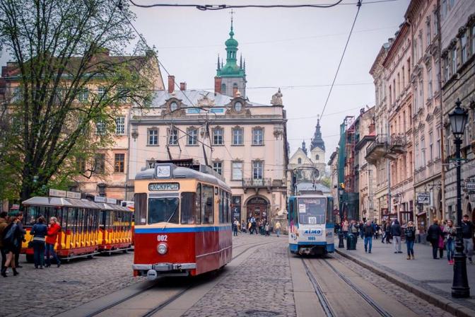 Раритетний львівський трамвай виїхав на першу екскурсію  - фото 1
