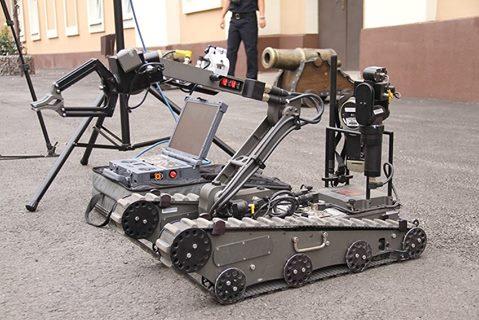 Аваков відправить роботів розміновувати вулиці - фото 1