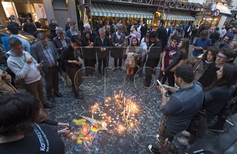 """""""Наша веселка впала"""": Як лондонці вшановують жертв стрілянини в Орландо - фото 4"""