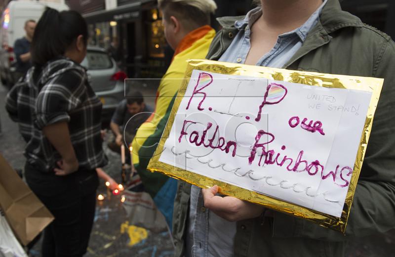 """""""Наша веселка впала"""": Як лондонці вшановують жертв стрілянини в Орландо - фото 2"""