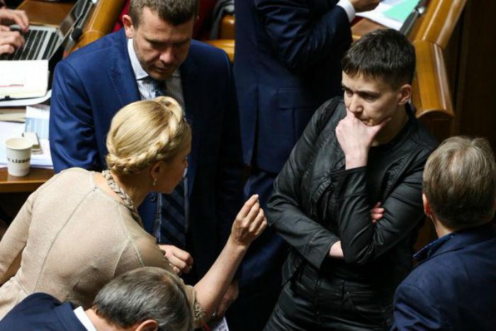 Як Тимошенко повчала Савченко у Раді - фото 2