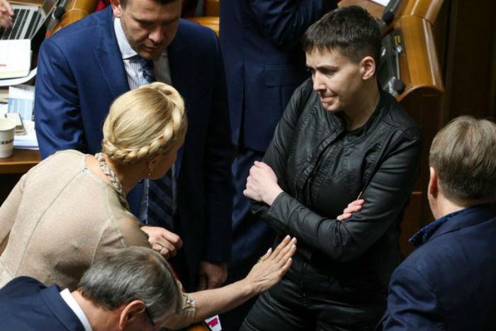 Як Тимошенко повчала Савченко у Раді - фото 1