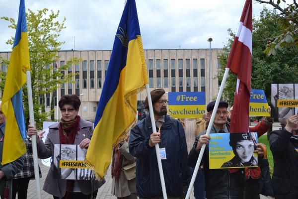 У світі виходять на вулиці з вимогою звільнити Савченко (ФОТО) - фото 2