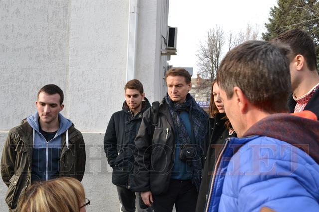 """""""Ви журналіст чи повія?"""" Сестра Савченко поспілкувалася з авторкою """"розіп'ятого хлопчика"""" - фото 1"""