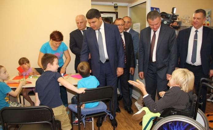 """Гройсман з міністрами-вінничанами подивились, як живеться """"Гармонії"""" - фото 3"""