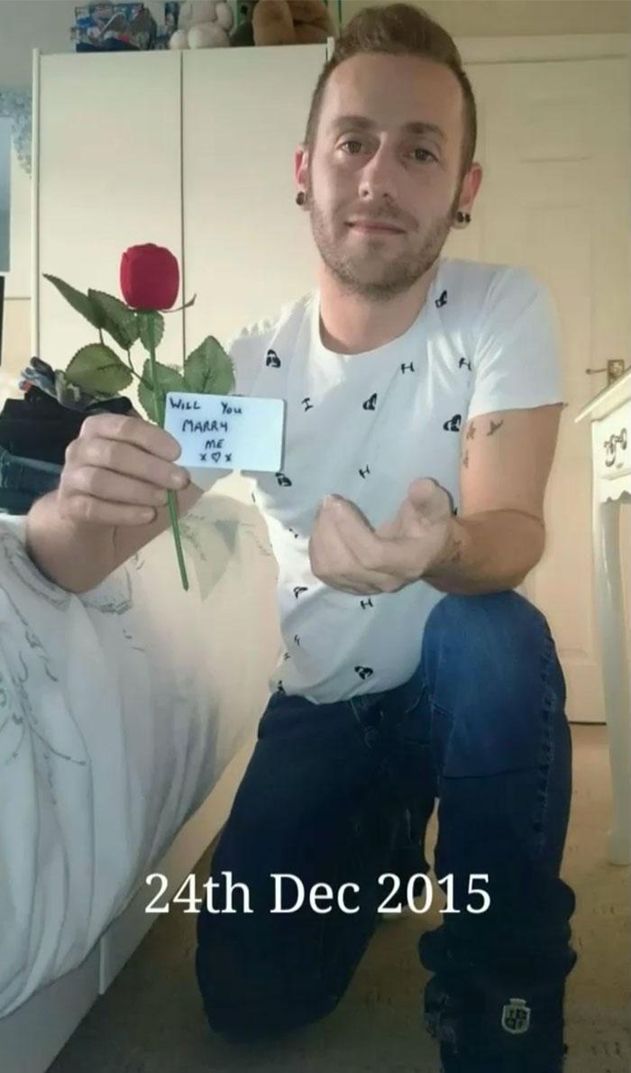 Як чоловік за допомогою фото майстерно приховував пропозицію одруження місяцями - фото 4