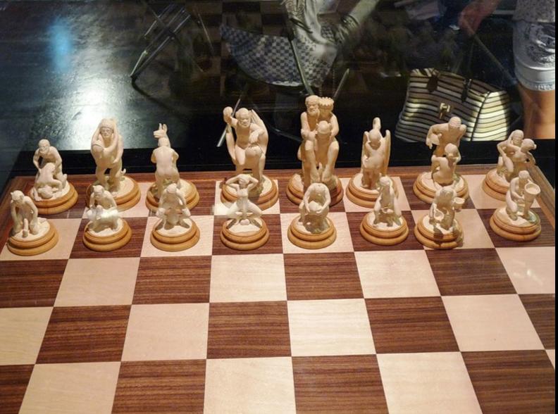 Секс богів і Порошенко-офіцер: ТОП-10 незвичних шахів - фото 7
