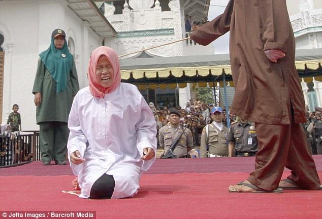 Як пару шмагали в мечеті за позашлюбний флірт - фото 3