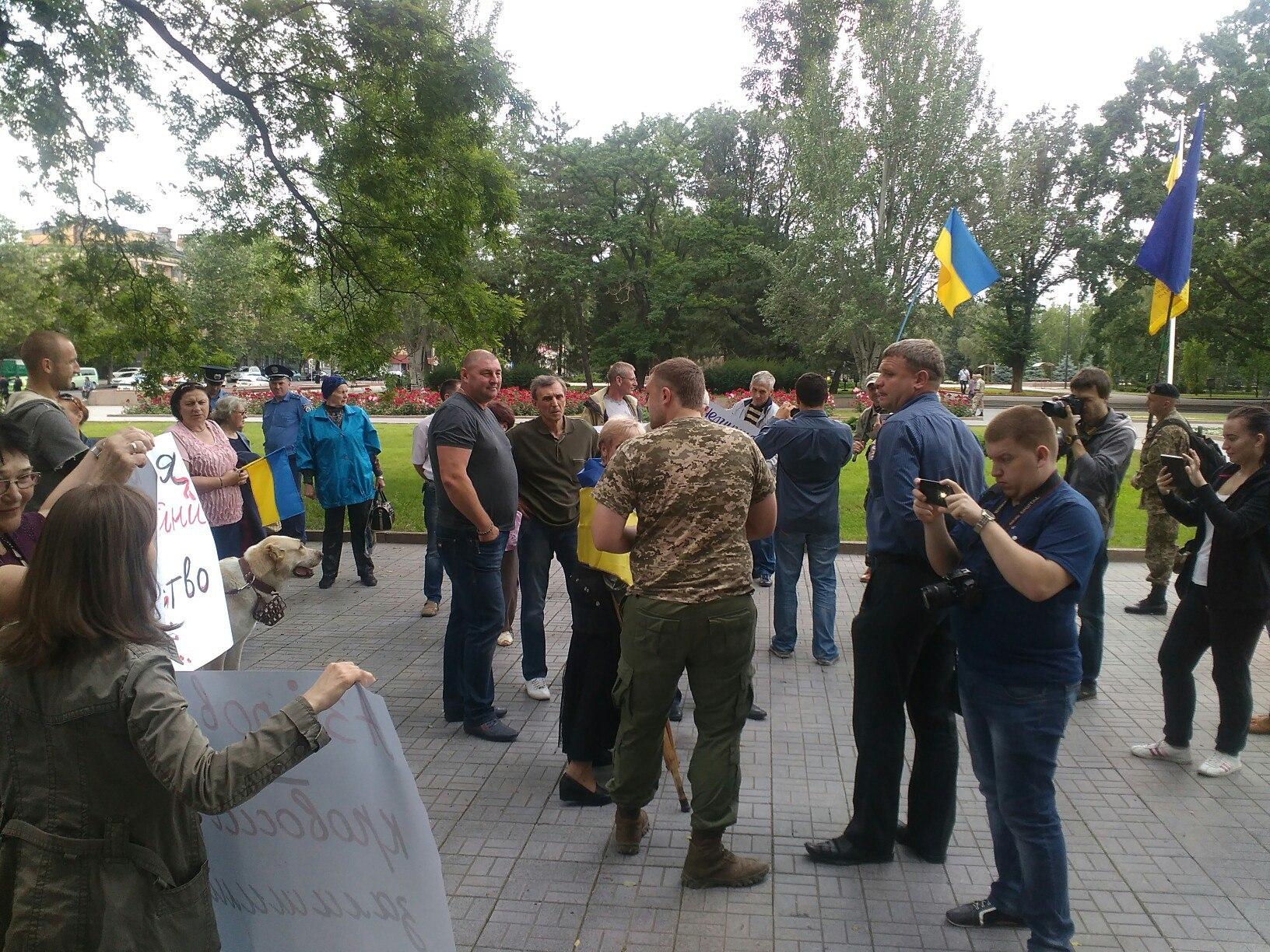 Азіров втік - кровосісі залишилися: миколаївці вимагають відставки Мерікова