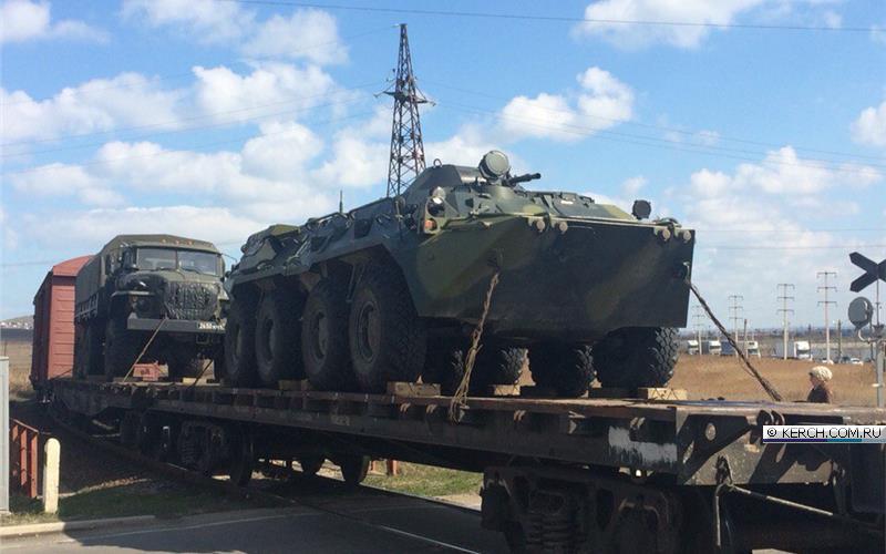 Окупанти звозять до Криму військову техніку  - фото 3
