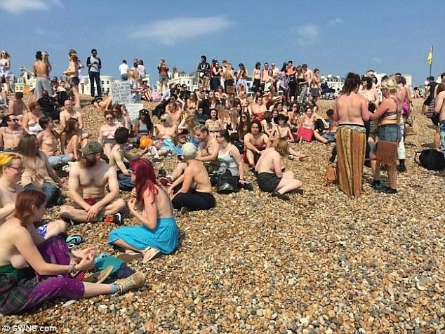 """""""Звільни сосок"""": Сотня жінок оголила груди проти забобон - фото 4"""