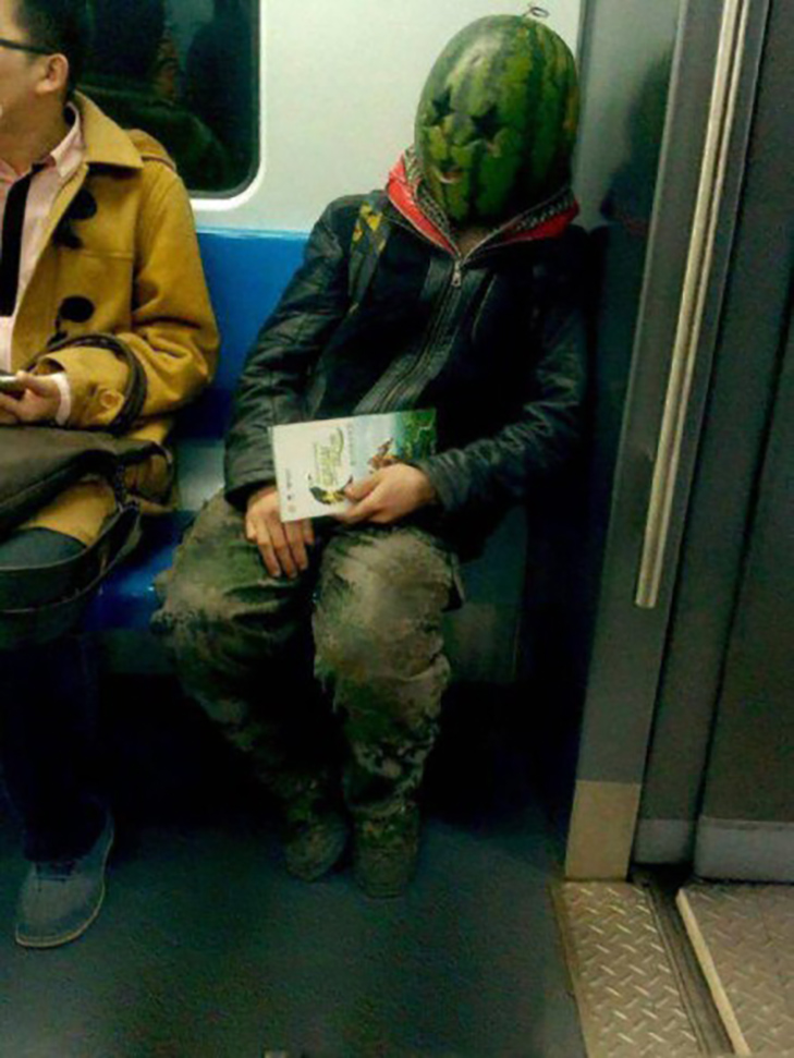 35 неймовірних диваків у метро - фото 29