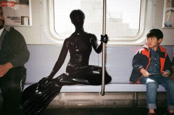 35 неймовірних диваків у метро - фото 19