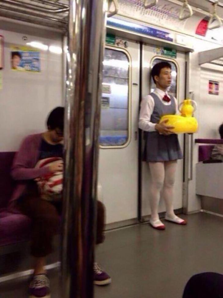35 неймовірних диваків у метро - фото 24