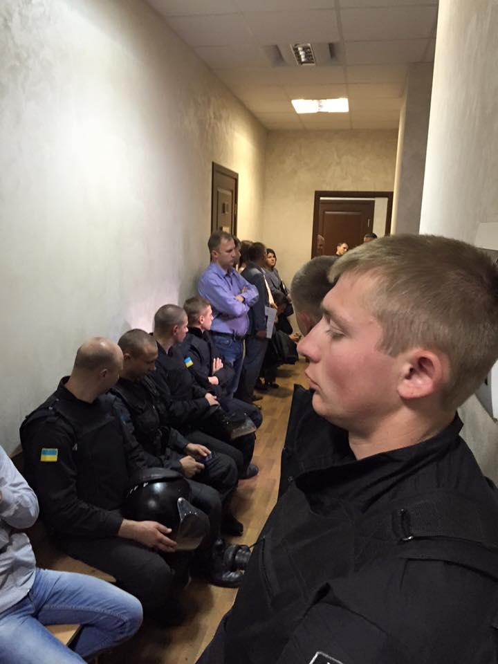 Суд над Сиротюком сховали за спинами силовиків (ФОТО) - фото 2