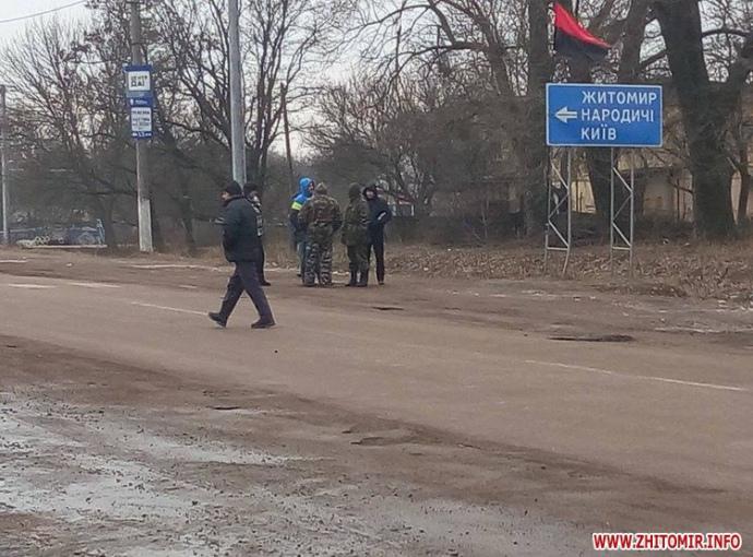 """Як """"свободівці"""" блокують російські фури на Житомирщині - фото 1"""