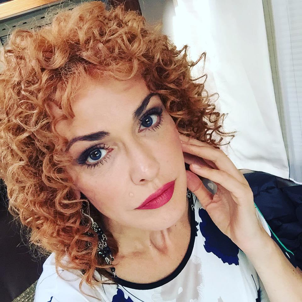 Ольга Сумська похизувалась кучеряшками - фото 1