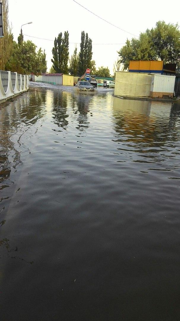 Миколаївський курорт Коблево пішов під воду - фото 1