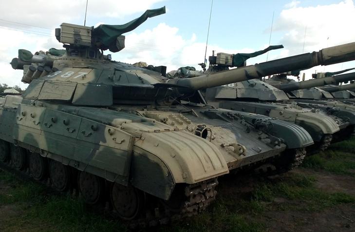 Т-64Б из состава 17-й отдельной танковой бригады на полигоне - фото 1