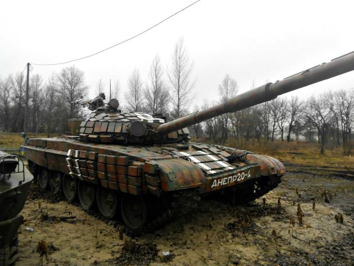 Т-64Б из состава 17-й отдельной танковой бригады на полигоне - фото 3