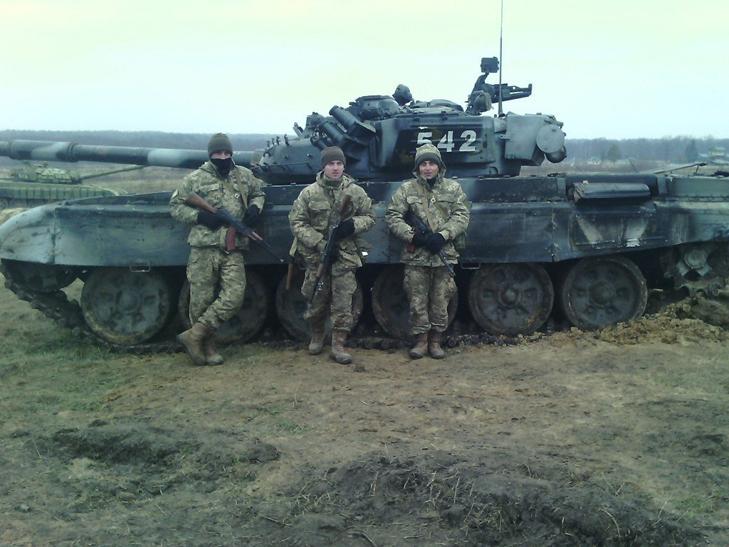 Т-64Б из состава 17-й отдельной танковой бригады на полигоне - фото 4