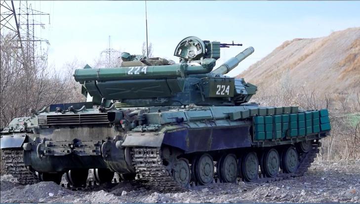 Т-64Б из состава 17-й отдельной танковой бригады на полигоне - фото 6