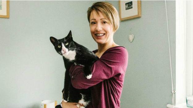 Британський кіт-клептоман накрав речей до Різдва - фото 1
