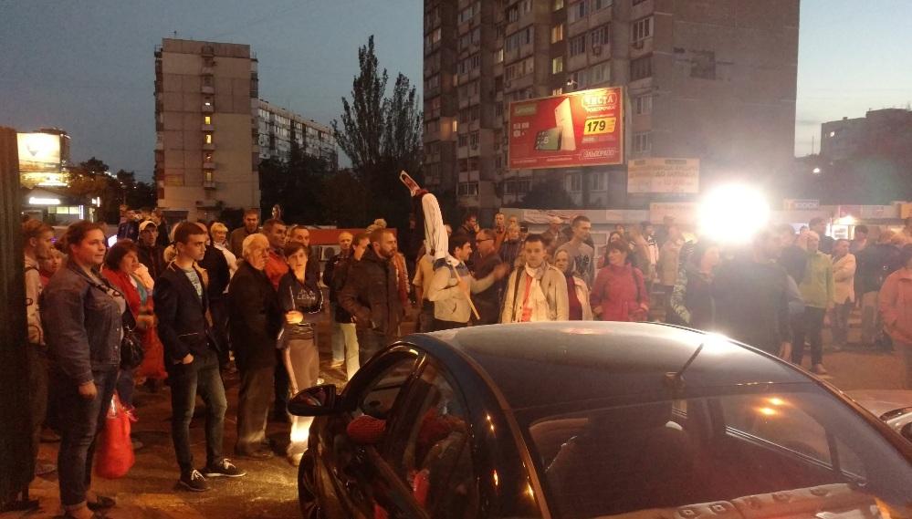 На столичній Оболоні протестувальники перекрили дорогу - фото 1