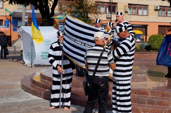 Підтримка Хорта промаршувала Вінницею у тюремних робах - фото 2