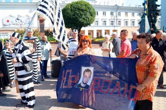 Підтримка Хорта промаршувала Вінницею у тюремних робах - фото 1