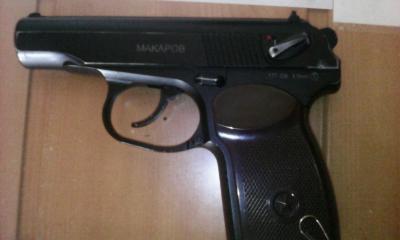Харківські прикордонники спіймали чоловіка з пістолетом - фото 1