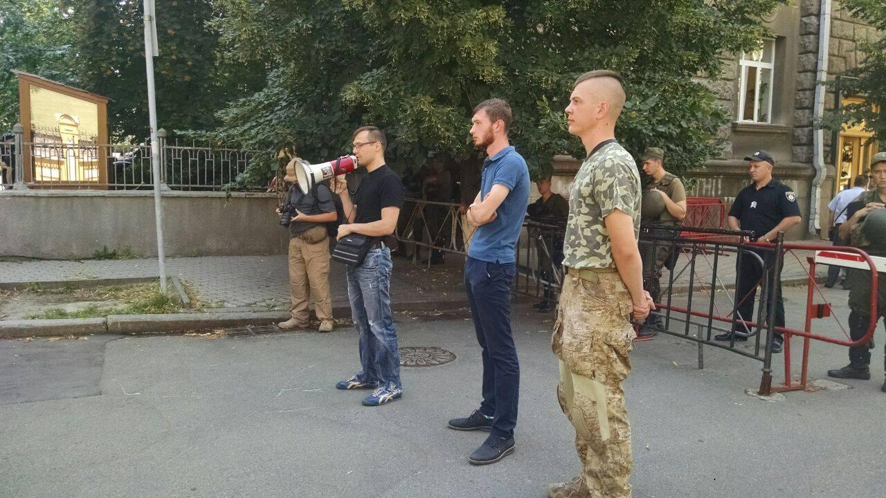 Парасюк і Семенченко вимагають амністію у президента - фото 1