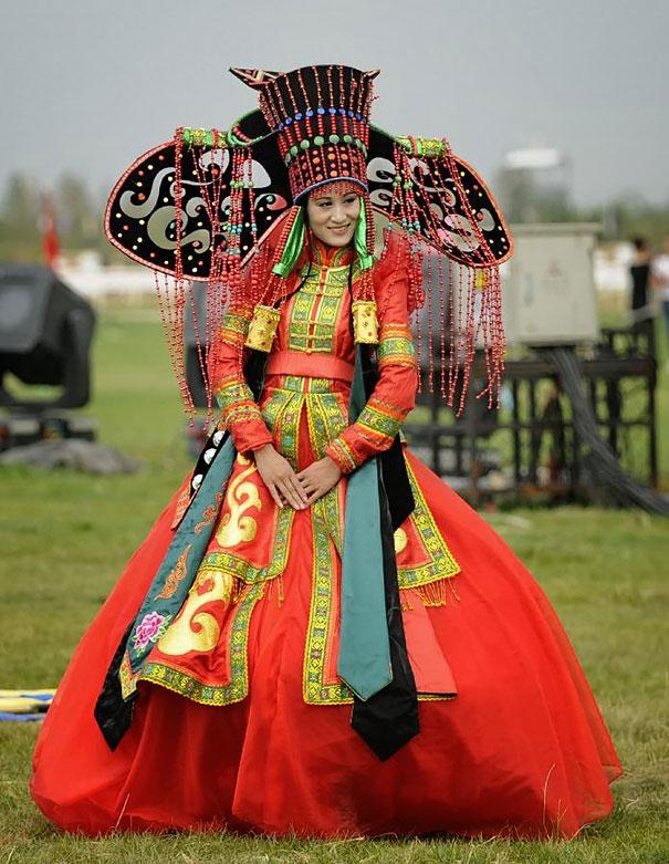 ТОП-10 найяскравіших традиційних весільних костюмів зі всього світу  - фото 6