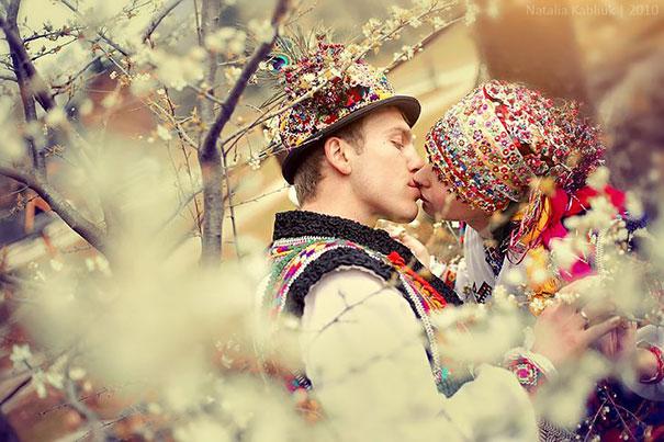 ТОП-10 найяскравіших традиційних весільних костюмів зі всього світу  - фото 4