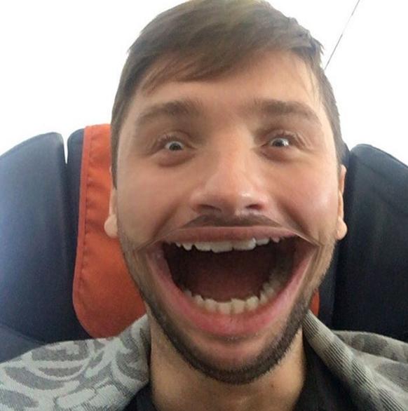Лазарєв налякав Мережу широчезною посмішкою - фото 1