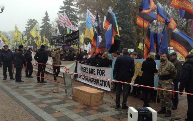 Під Радою зібралися три протестні мітинги - фото 1