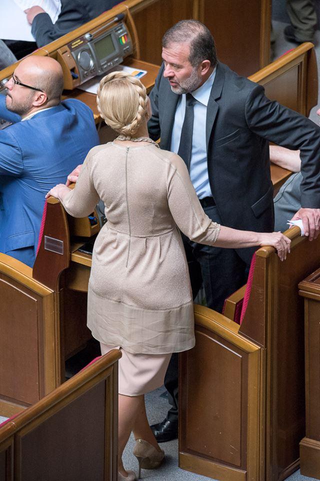 Як Тимошенко з косою ставала в пози та шепотілася в Раді (ФОТО) - фото 1